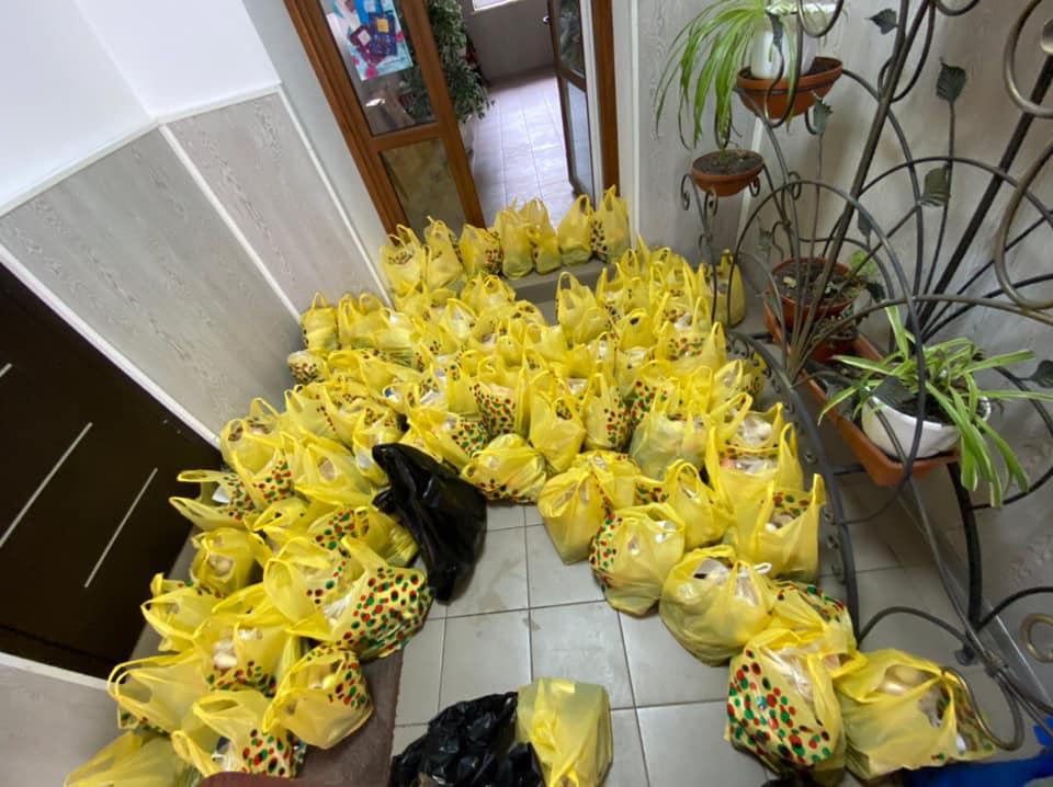 """""""Українська Молодь Христові"""" передала перші 100 пакетів для підопічних Сокальського районного територіального центру"""