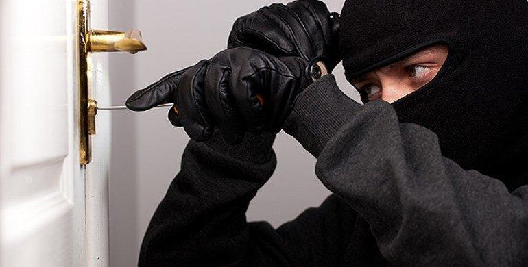 Зловмисникам зі Сокаля, які причетні до грабежів та вимагання, слідчі повідомили про підозру