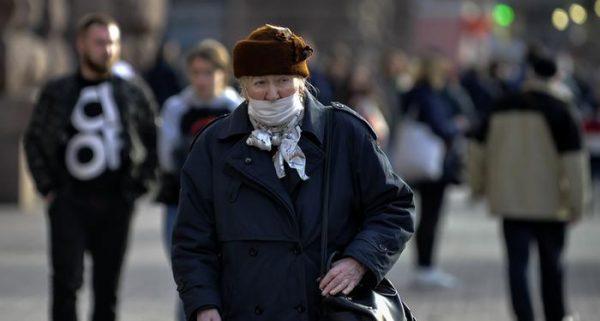 Чому людям віком від 60 років зараз не можна виходити з дому? Що робити працюючим пенсіонерам?