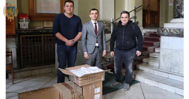 Підприємство з Радехова виготовило і передало на потребу медиків три тисячі захисник масок