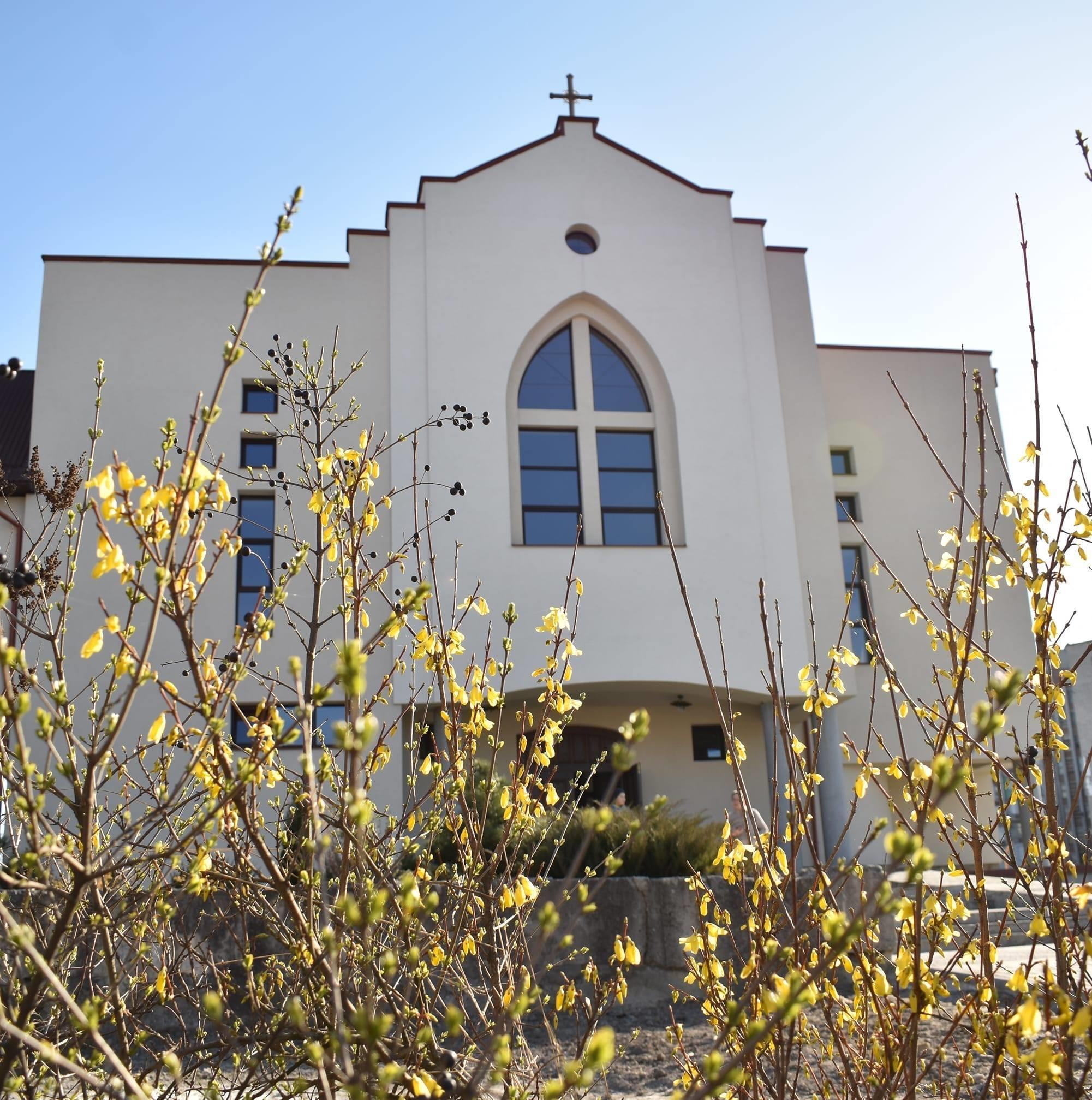 Великоднє вітання настоятеля храму Зіслання Святого Духа РКЦ у Червонограді отця Миколи Леськіва