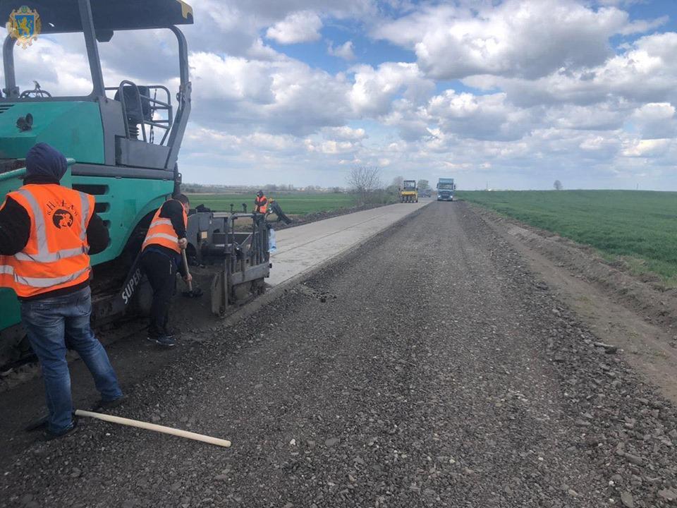 На Львівщині проводять ремонт дороги Сокаль-Стоянів