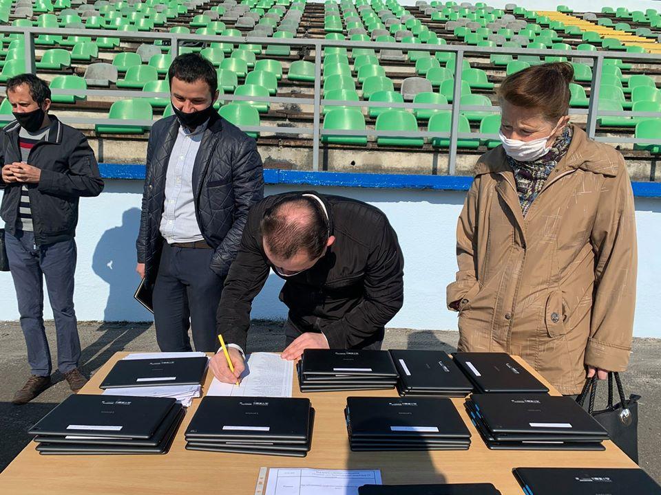 """Засідання сесії Червоноградської міської ради відбулось на стадіоні """"Шахтар"""""""