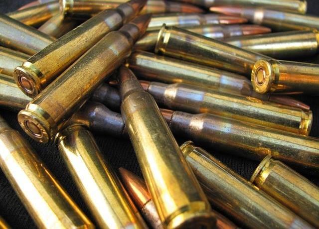 Правоохоронці вилучили у мешканця Червонограда предмети схожі на зброю та набої