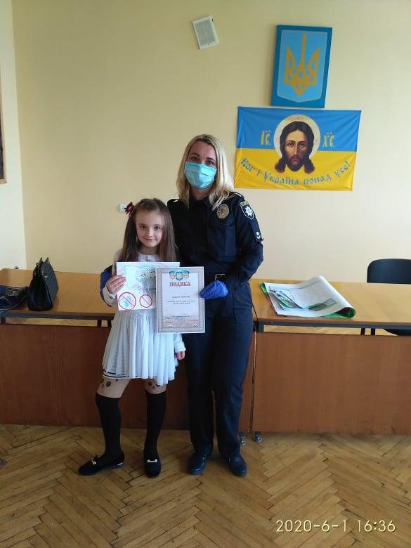 До дня захисту дітей червоноградські поліцейські провели конкурс малюнків(результати)