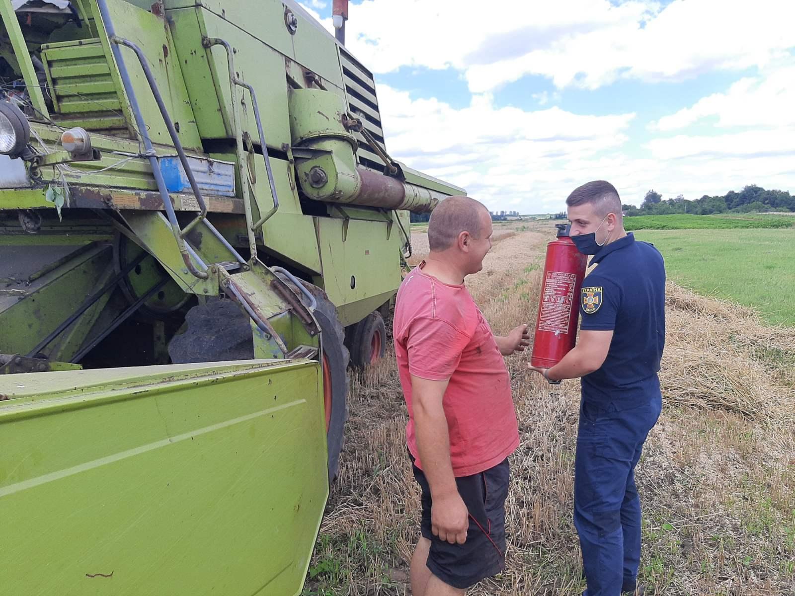 На Сокальщині рятувальники проводять рейди у місцях збирання врожаю – у Львівській області висока пожежна небезпека
