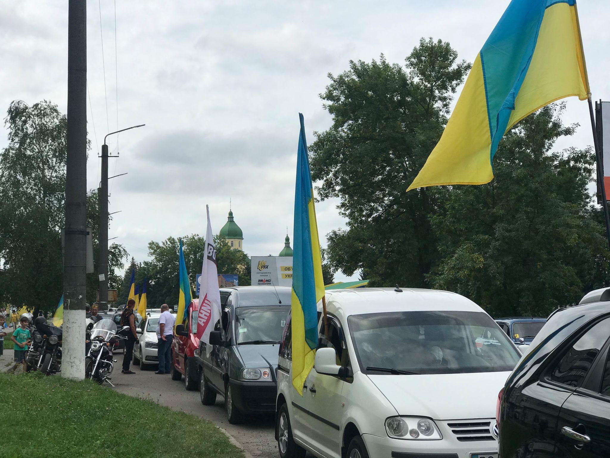 День Державного Прапора в Червонограді відзначили патріотичним автопробігом