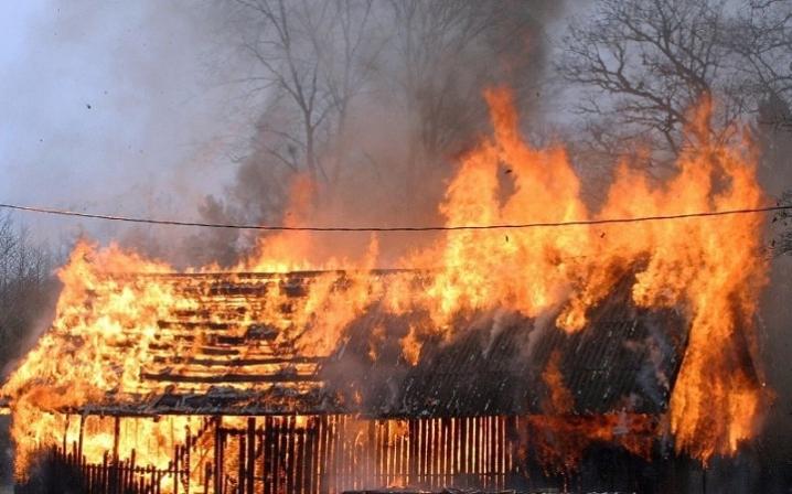 На Сокальщині знову вночі згоріло сіно