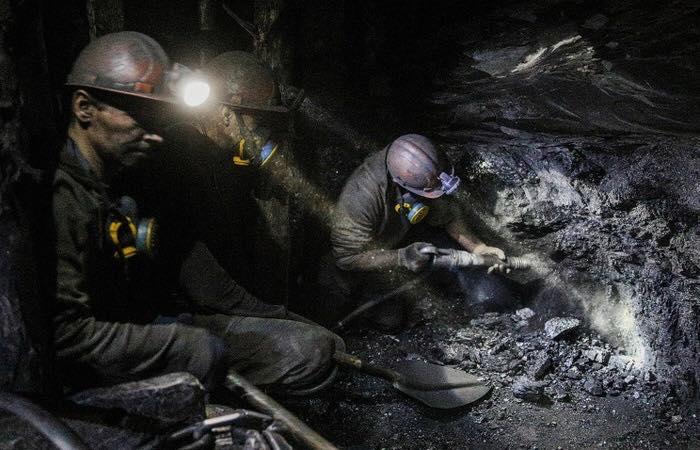"""Гірники шахти """"Надія"""" готові розпочати голодування, та вдруге перекрили міжнародну трасу"""