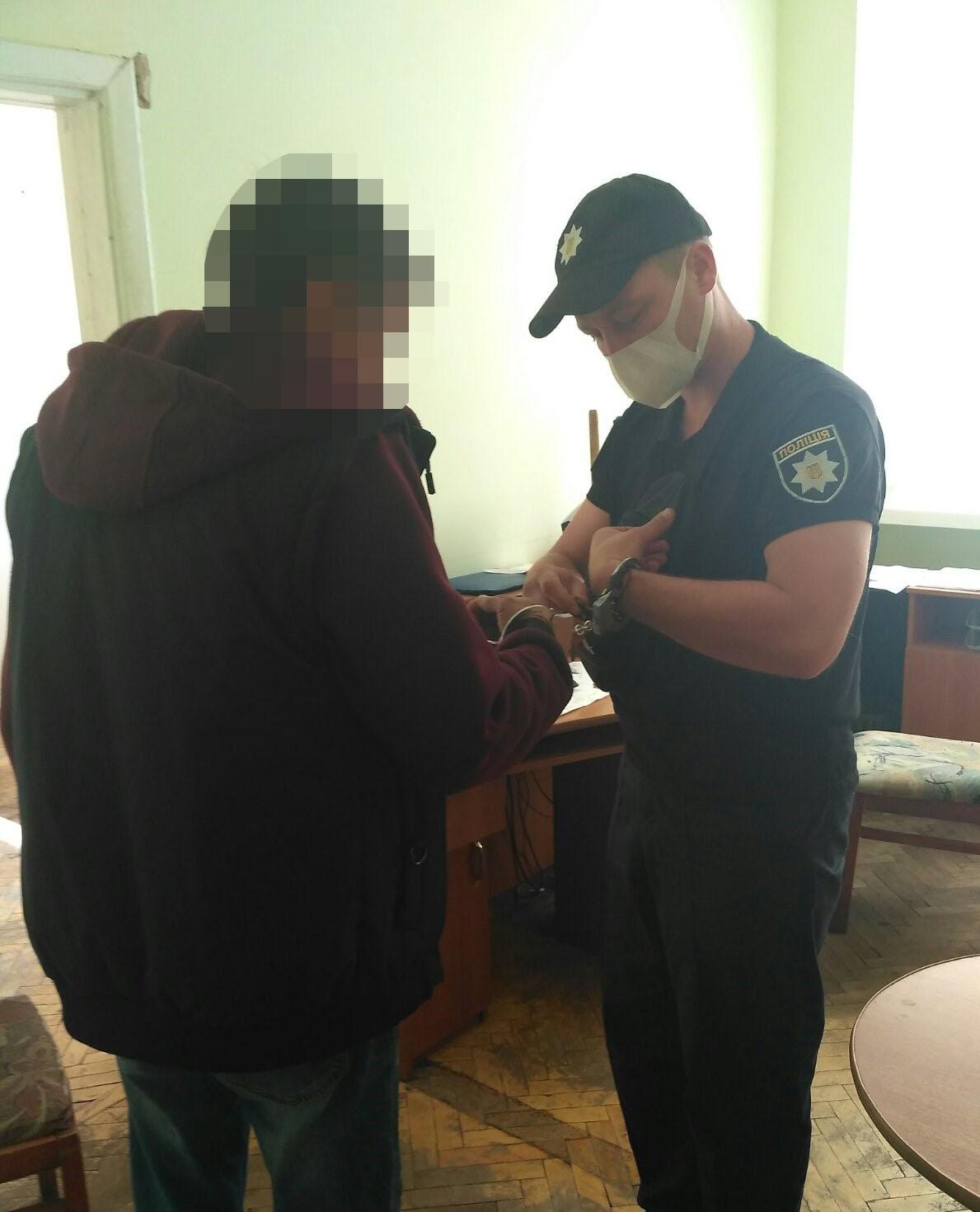 У Червонограді посеред вулиці побили та пограбували 56-річного чоловіка