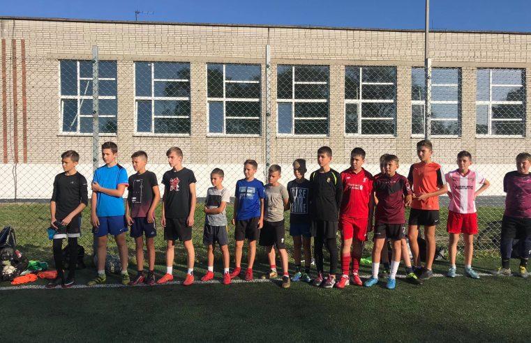 Нові спортивні костюми отримали гравці дитячої футбольної команди  «ДЮСШ 1 – Шахтар»