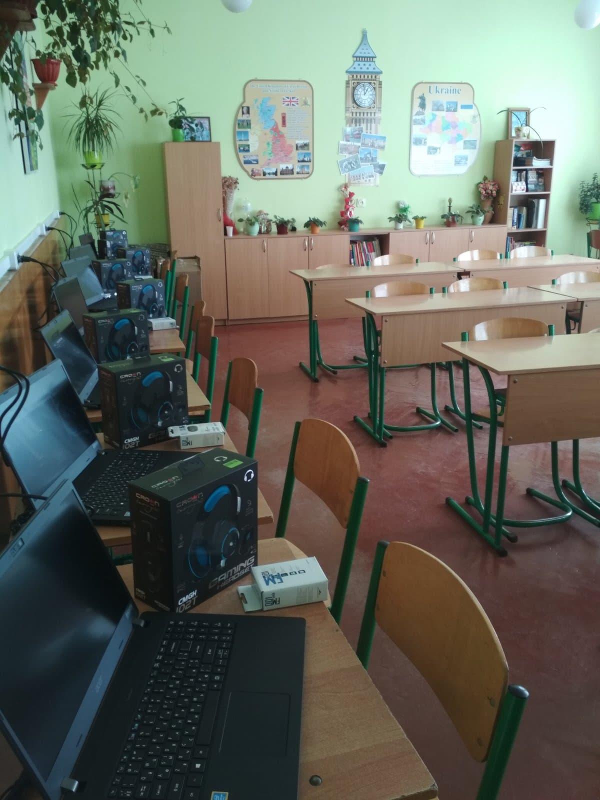 У Червоноградському ліцеї облаштували два сучасні комп'ютерні класи та лінгафонний кабінет для вивчення іноземних мов