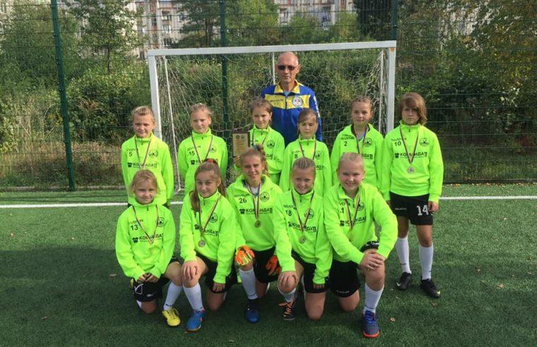 На штучному майданчику стадіону «Сокіл» пройшов турнір з футболу серед дівчат