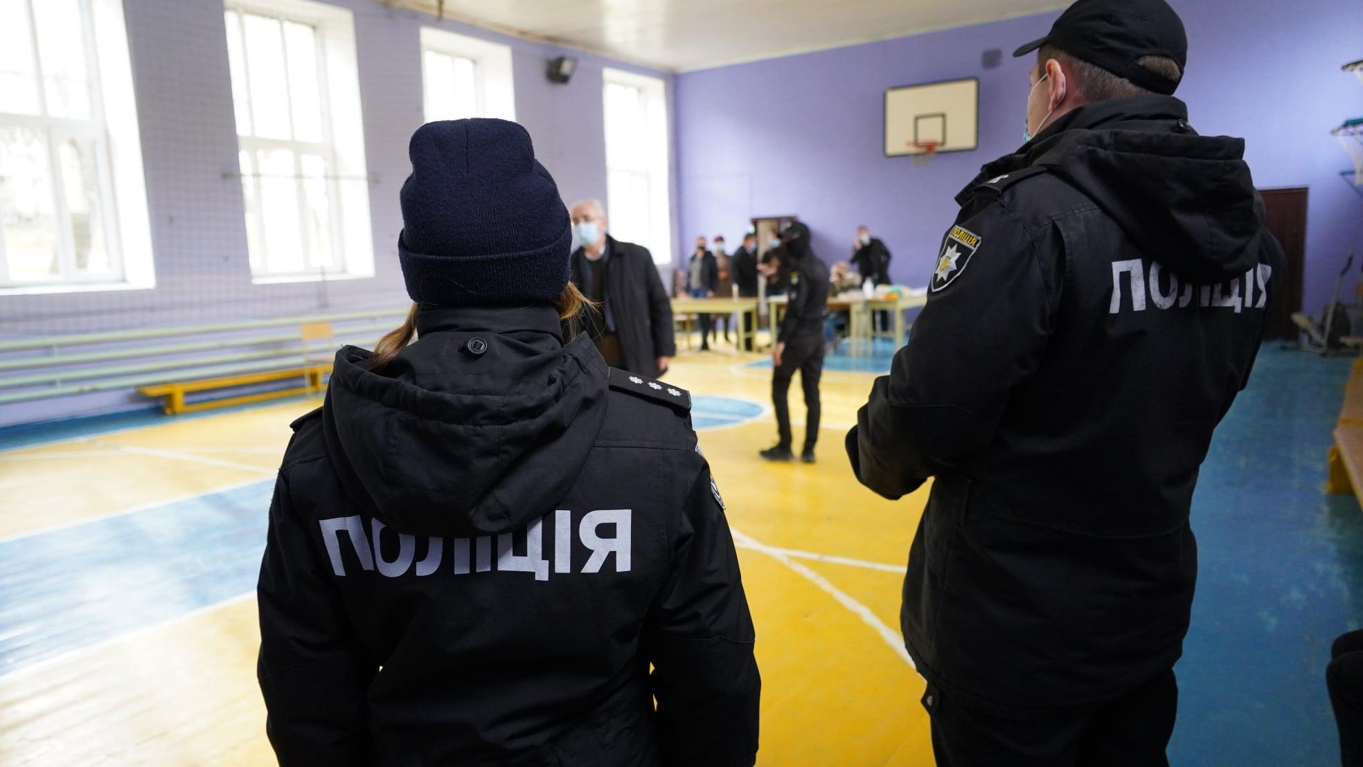 В день виборів у Червонограді поліцейські склали адміністративний протокол щодо порушення карантинних обмежень