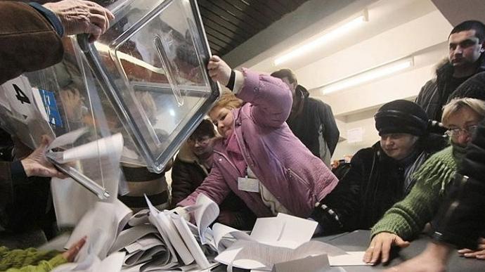 У с.Глухів, що на Сокальщині, представниця ДВК при підрахунку голосів зомліла