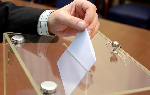 25 жовтня беремо паспорт, маску, бажано і особисту ручку – як безпечно проголосувати?