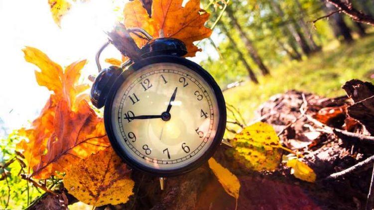 Вночі 25 жовтня годинники в Україні переведуть на одну годину назад
