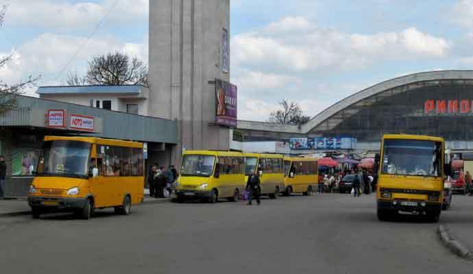 Як їздитимуть автобуси 1 листопада на цвинтар до Добрячина і Бендюги