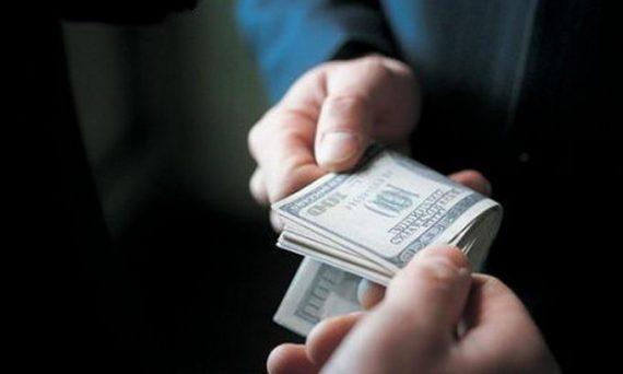 Двоє молодих червоноградців вимагали від свого однолітка пів тисячі доларів, погрожуючи фізичною розправою