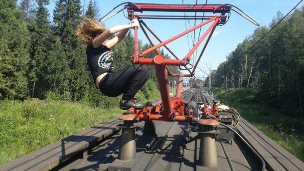 15-річна дівчина зі Львова загинула від ураження електричним струмом під час селфі на товарному вагоні потяга