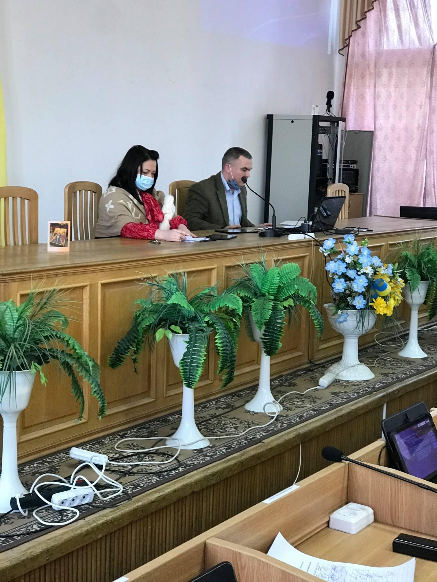 Червоноградська районна рада висловилась проти підвищення тарифів і прийняла відповідне звернення