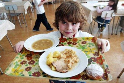 Без ковбаси та сосисок – для червоноградських школярів готуватимуть нове меню за Євгеном Клопотенком