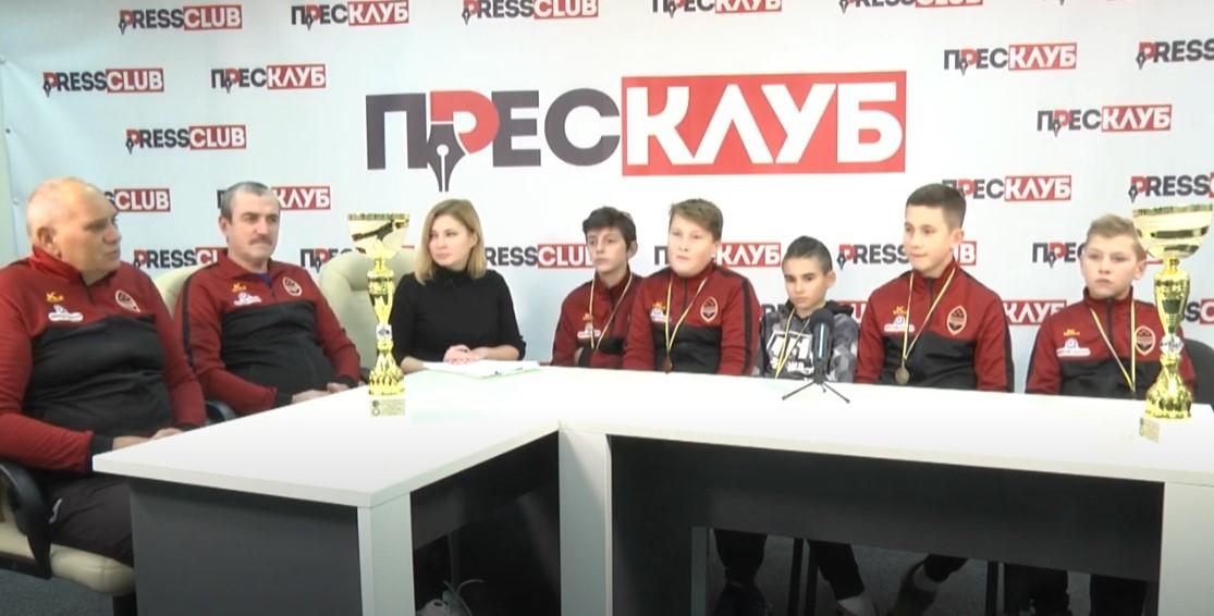 """Футболісти команди ДЮСШ №1 """"Шахтар"""" стали чемпіонами області"""