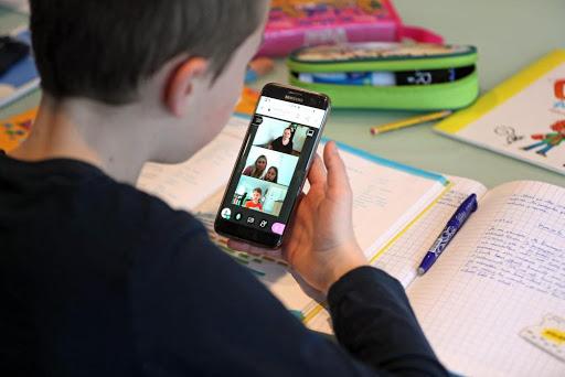 З телефоном в руках не більше 30 хвилин – умови дистанційного навчання до 24 січня