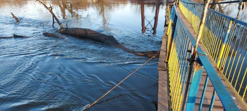 В Червонограді рятувальники попередили руйнування підвісного моста