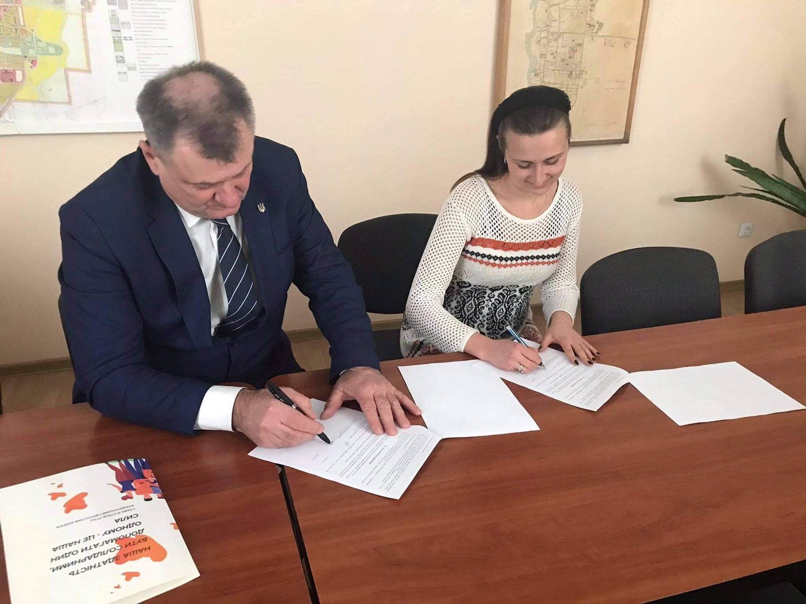 Голова Сокальської ОТГ підписав меморандум про співпрацю між Сокальською міською радою та БО «Львівська освітня фундація»
