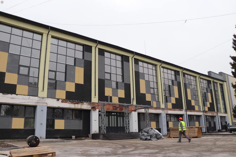 Запрацювала депутатська комісія, яка контролюватиме хід виконання реконструкції у СК «Шахтар»