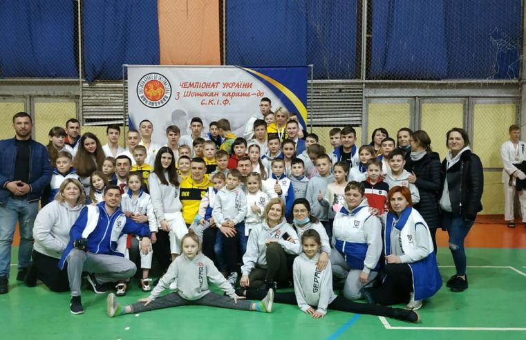 26 медалей каратисти з Великих Мостів здобули на чемпіонаті України
