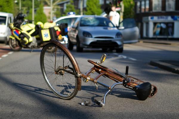 У Червонограді суд визнав винним водія за відчинені двері авто, об які розбився велосипедист