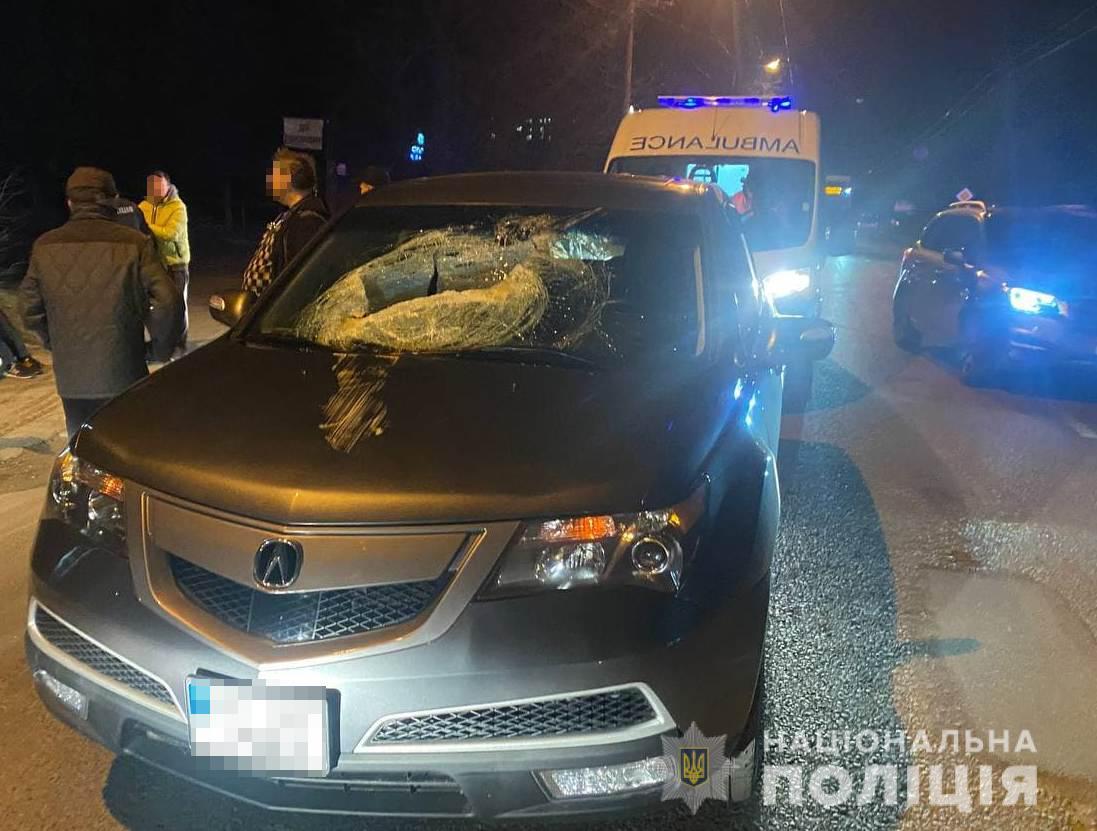 У Львові каналізаційним люком, який вилетів з-під колеса автомобіля, вбило хлопчика