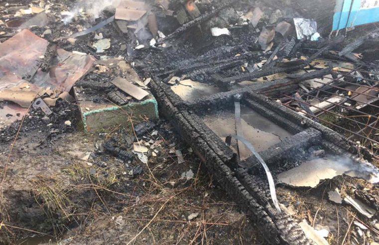 Червоноградський район: через спалювання  сухої трави загорілась господарська будівля