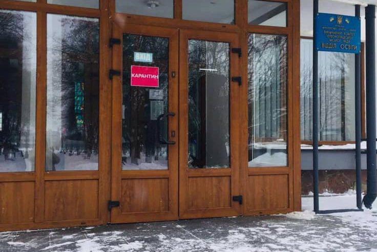 Розбив – заплатив! Червоноградець  відшкодував кошти за ремонт розбитих дверей у міській раді