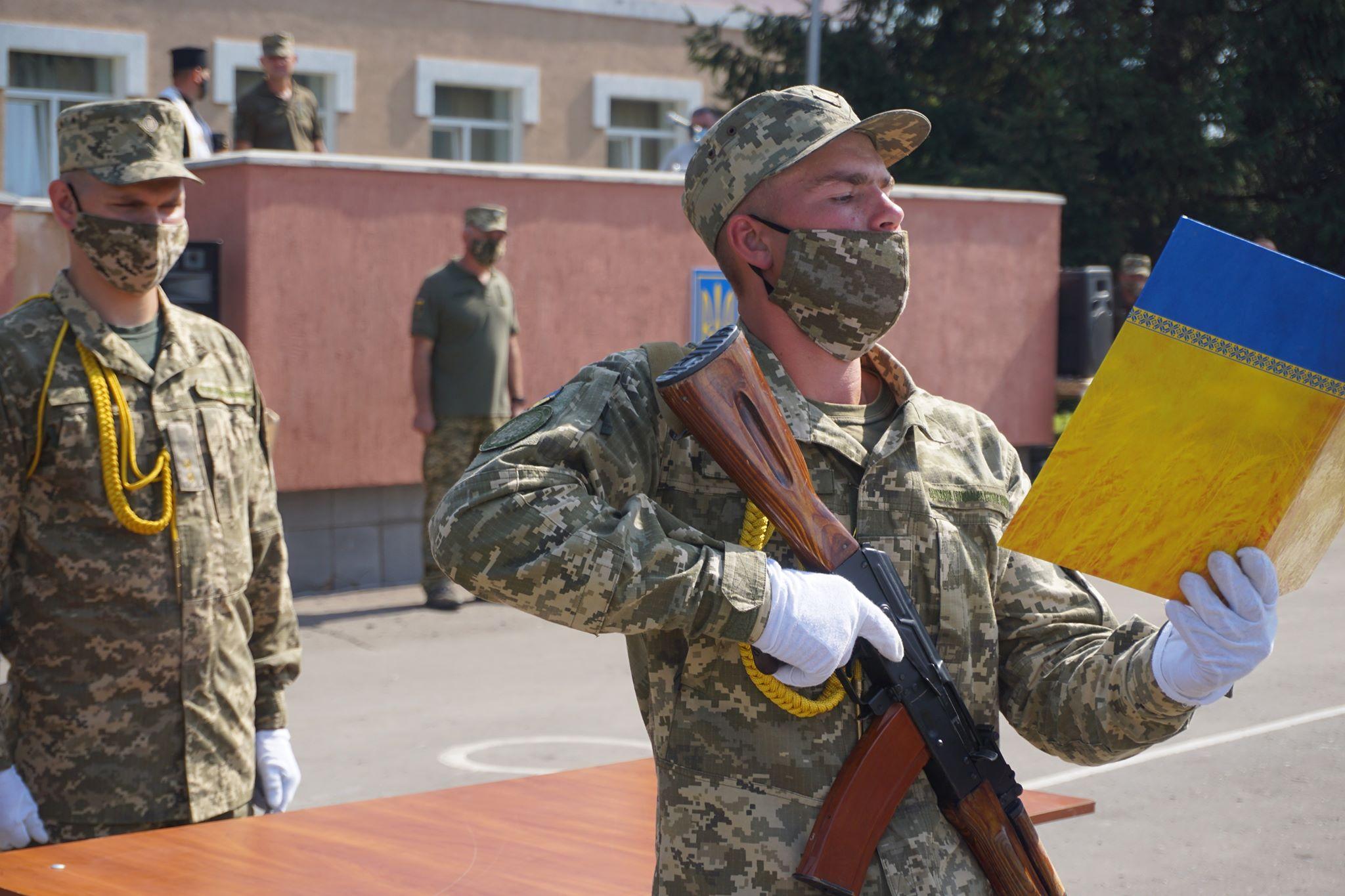 22 травня військовослужбовці частини Т0200 І-ї окремої бригади, що  у Червонограді, прийняли присягу
