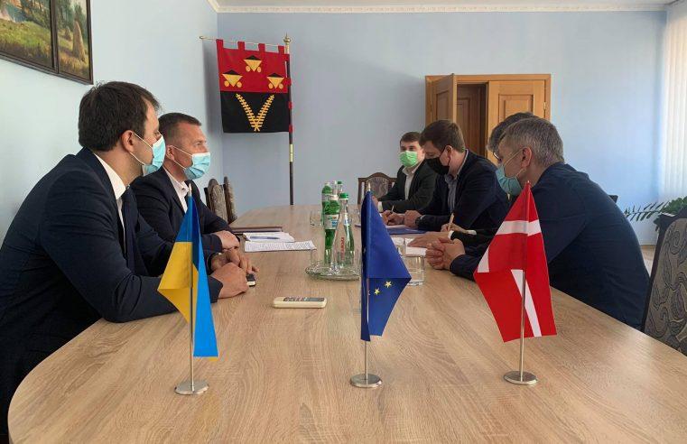 Мер Червонограда підписав меморандум  про продовження співпраці з Антикорупційною ініціативою ЄС (EUACI)