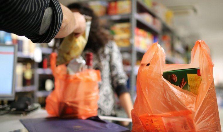 Президент підписав закон про заборону використання пластикових пакетів в Україні