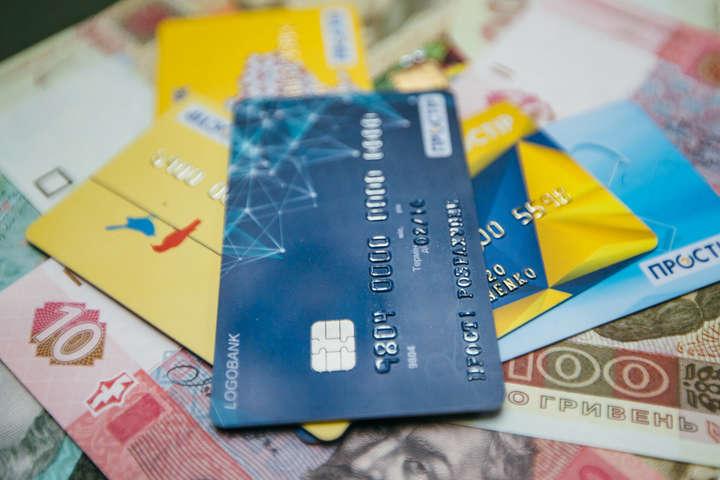 Аліменти, штрафи, комунальні: в Україні від 6 липня автоматично списуватимуть борги з банківських карт