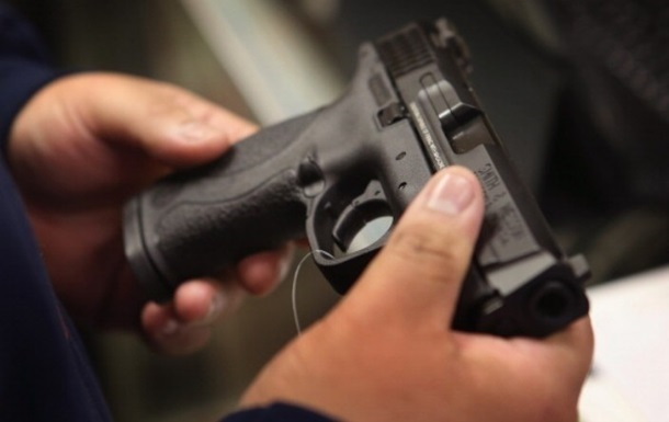 За продаж зброї червоноградцю загрожує до 7 років позбавлення волі