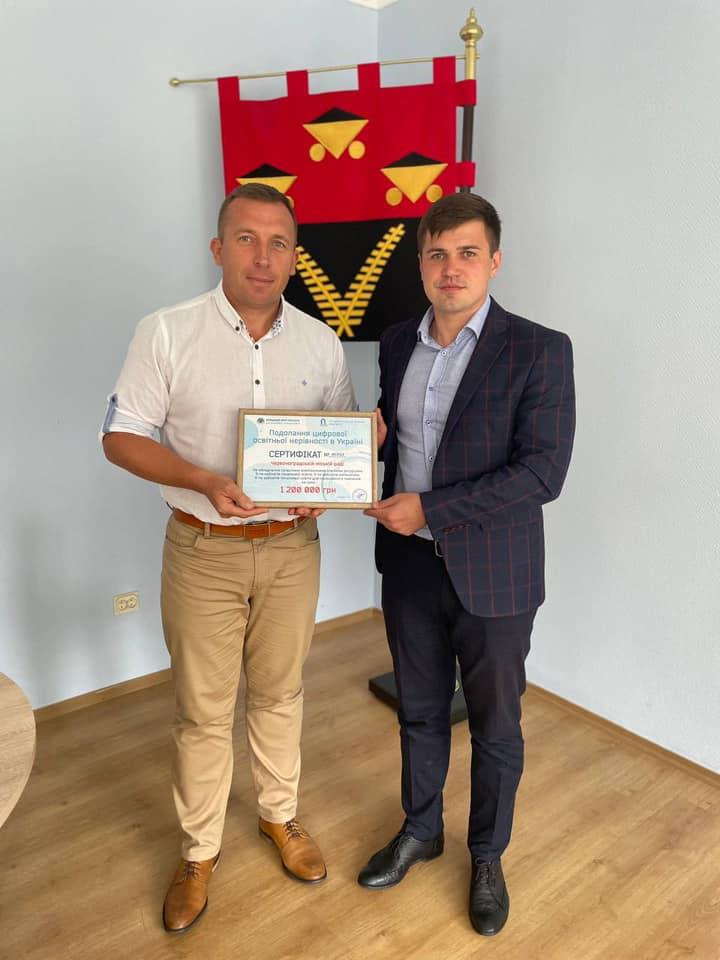 На обладнання для інклюзивного навчання у школах Червоноградська ТГ отримала сертифікати по 1 мільйону 200 тисяч гривень