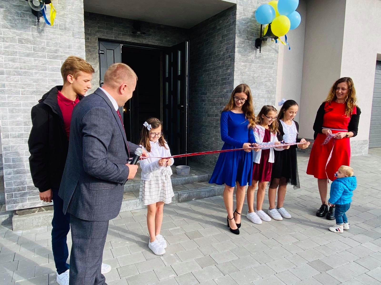 У Великих Мостах відбулося відкриття дитячого будинку сімейного типу подружжям Шагарових