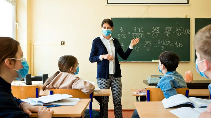 Лише 7 шкіл зможуть працювати на Сокальщині під час посилення карантину без дистанційки