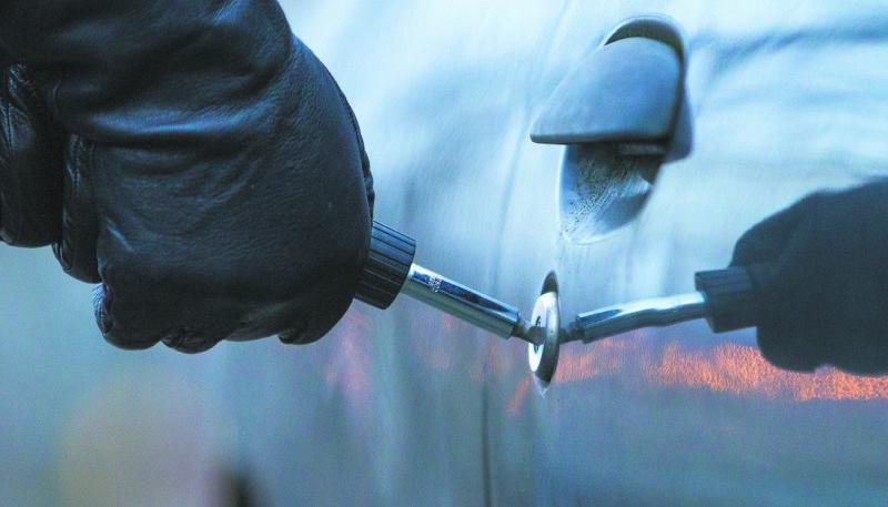 Пильнуйте своє авто! На Радехівщині зловили чоловіка, який за ніч обікрав три автомобіля