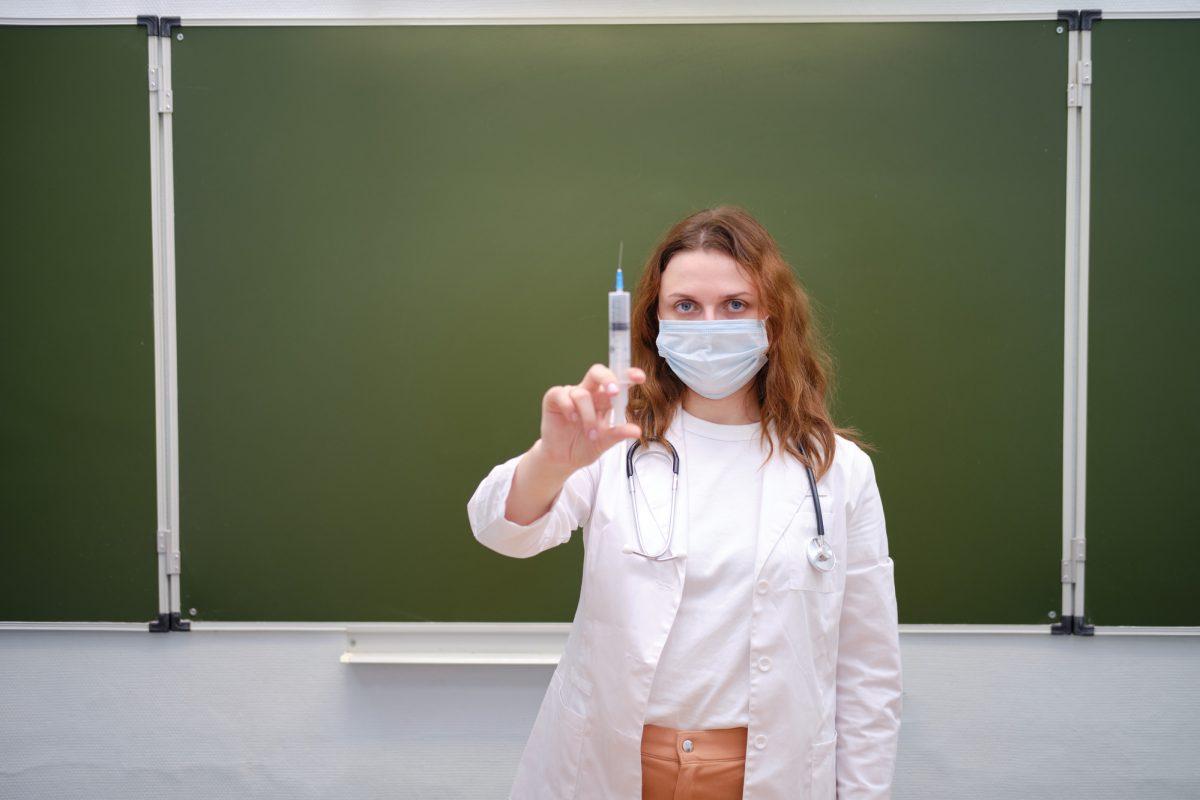 На Сокальщині лише в 4 школах вакциновано 80% працівників і в 3-х закладах освіти – 100%