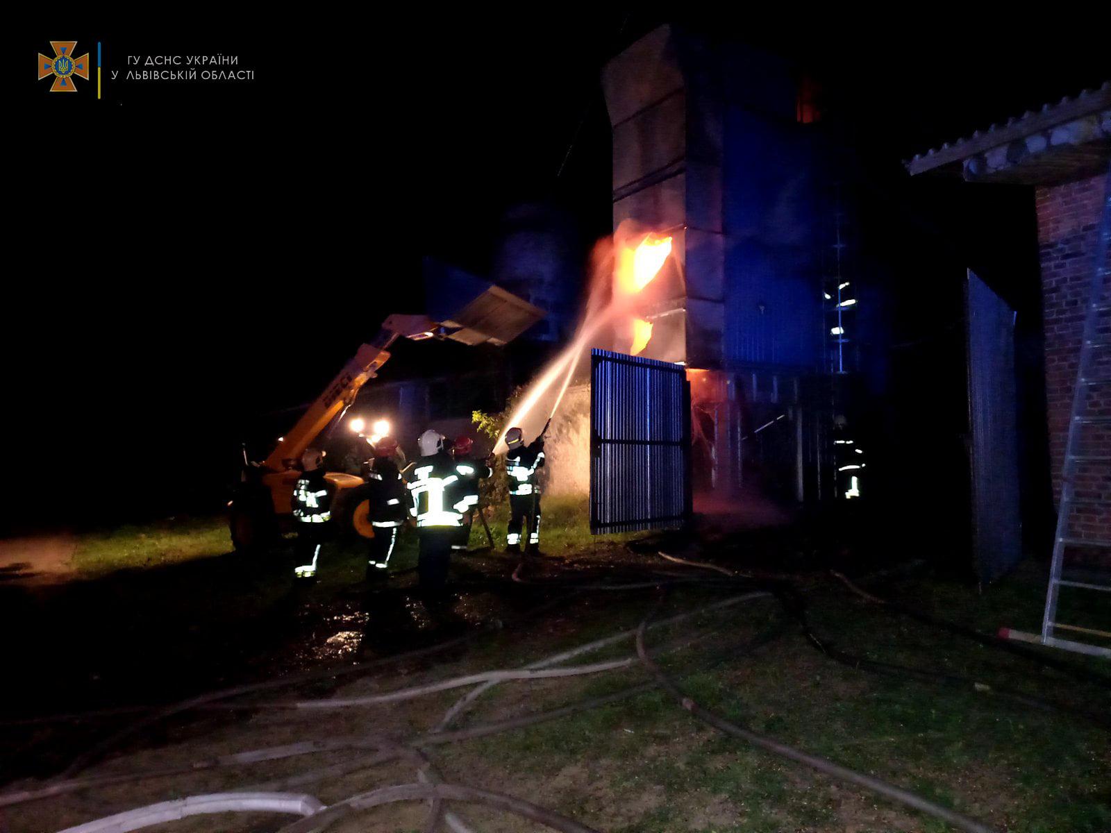 У Свитазві вогонь знищив 10 тонн соняшникового насіння та пошкодив бункер на площі 40 кв.м