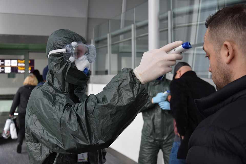 За добу 22 березня в Україну в'їхало понад 15 тисяч осіб, у одного українця експрес-тест підтвердив COVID-19