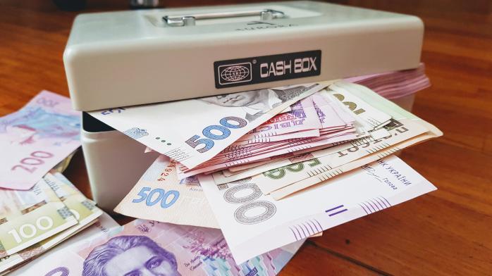 Субсидія безробітним, тисяча гривень пенсіонерам, індексація пенсій – в Україні посилюють програми соціального захисту населення