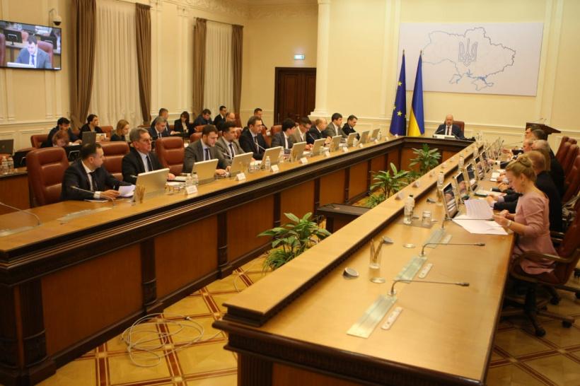 Школярі відпочиватимуть знову, а пробне ЗНО перенесуть – уряд вводить карантин по Україні до 3 квітня